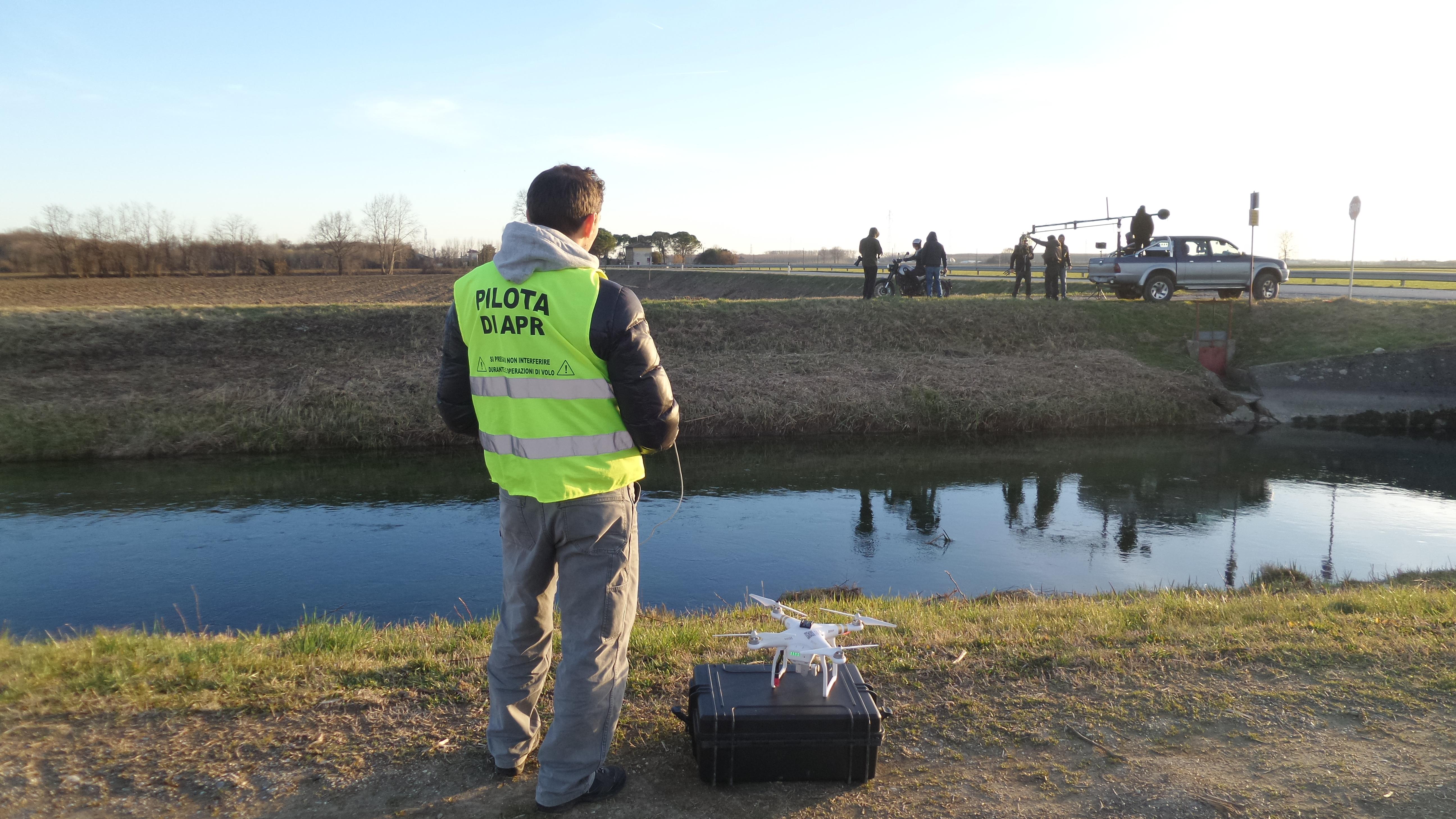 DRONE REPORTAGE al lavoro in troupe
